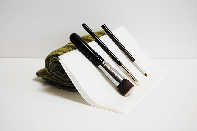How to properly clean and dry makeup brushes using DIY natural brush cleaner