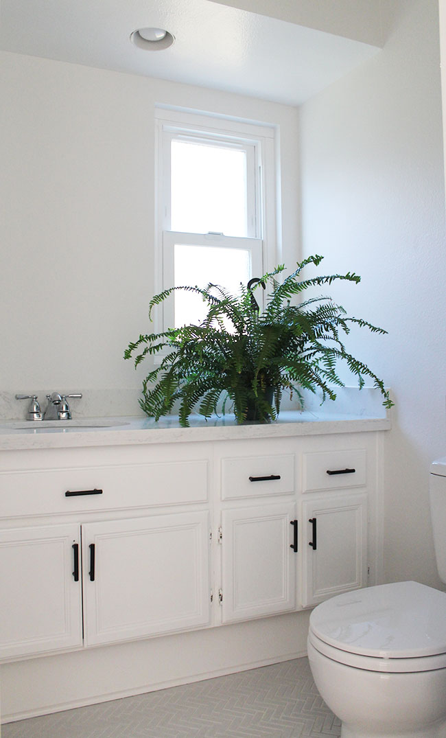 Small bathroom makeover - clean and white